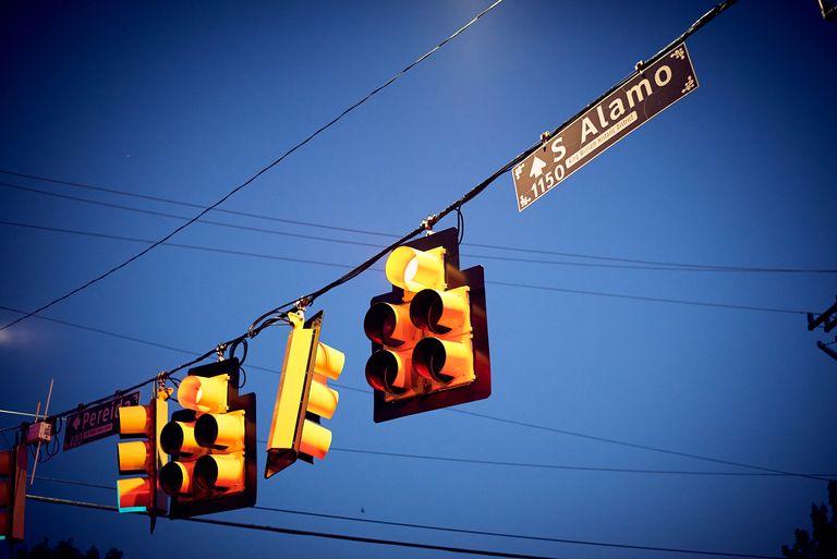 S. Alamo stop light